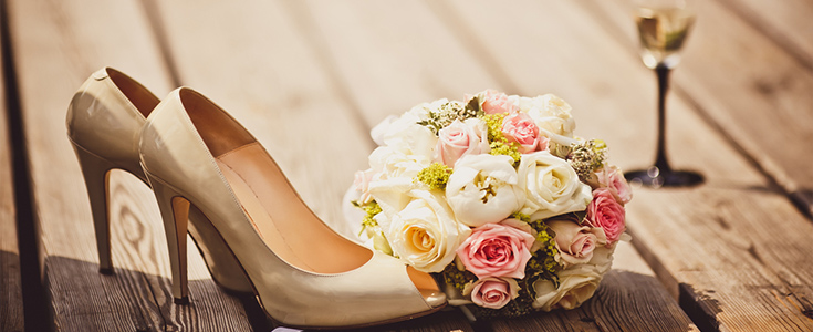 bridesmaids shoes and flowers